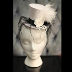 Mini White Top Hat & Veil
